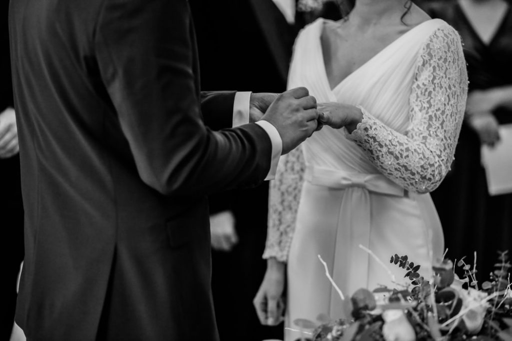 Wie zit waar tijdens de trouwceremonie